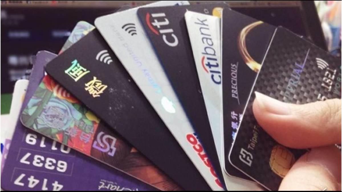 親戚開戶竟被盜個資?她冒名辦15張卡貸款近8百萬