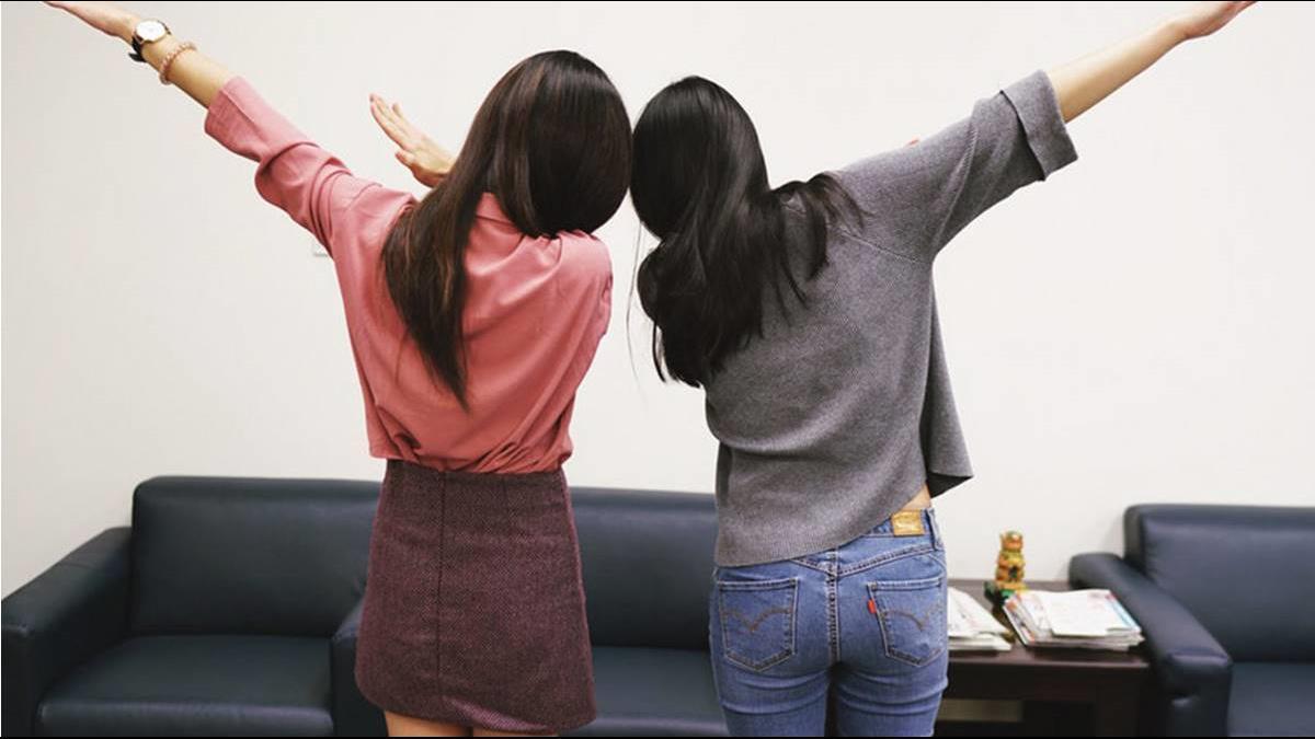 財政部「馬卡龍女孩」爆紅! 回嗆朱學恆一戰成名