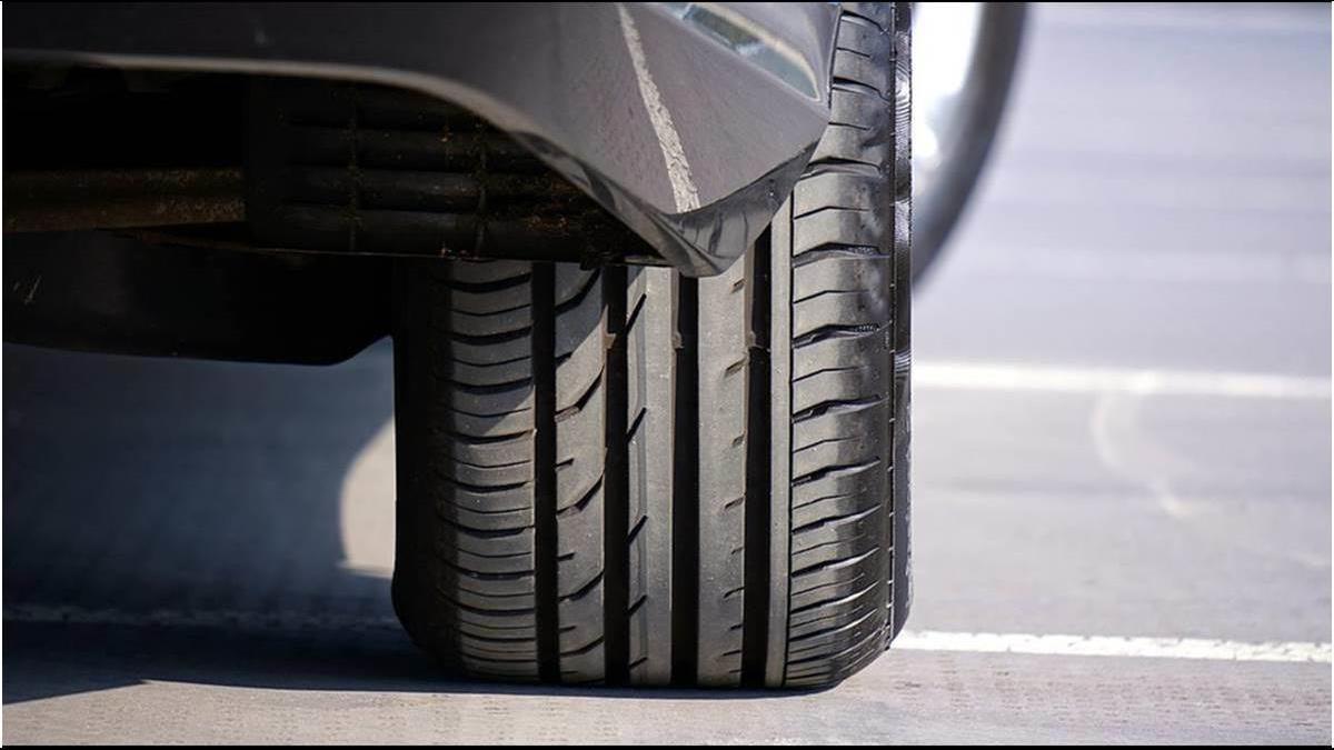 輪胎出現「這條線」要小心?4大徵兆告訴你恐爆胎