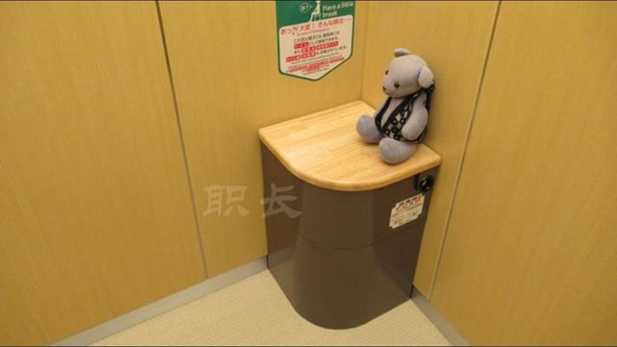電梯內竟有「馬桶」?這設計讓你吃喝拉撒都沒問題