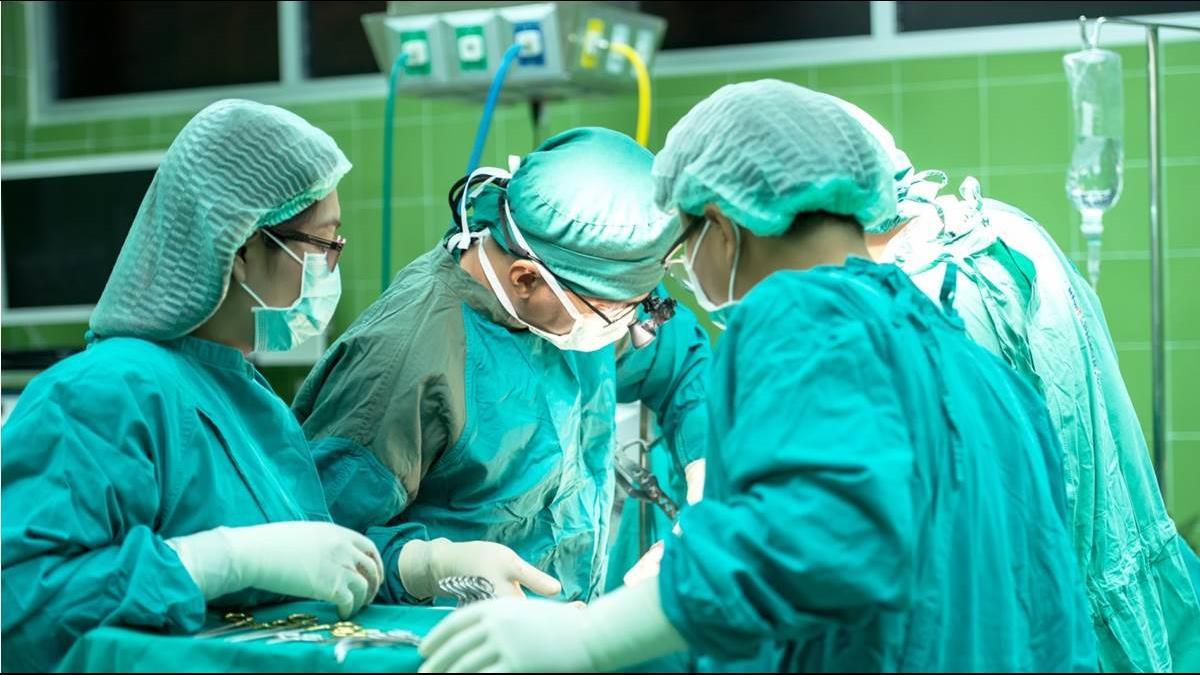 老外讚台灣健保好 婦產科醫師嘆:這費用「人比狗低」