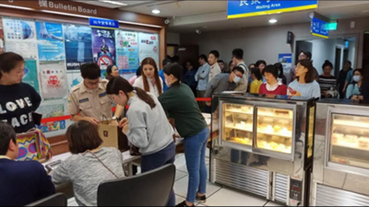 甜點店欠繳勞保292萬!拍賣200條蛋糕40分鐘完售