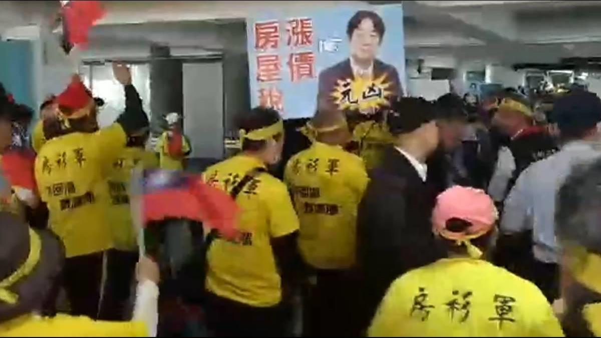 台南房屋稅連三漲到81% 房衫軍怒衝市府抗議