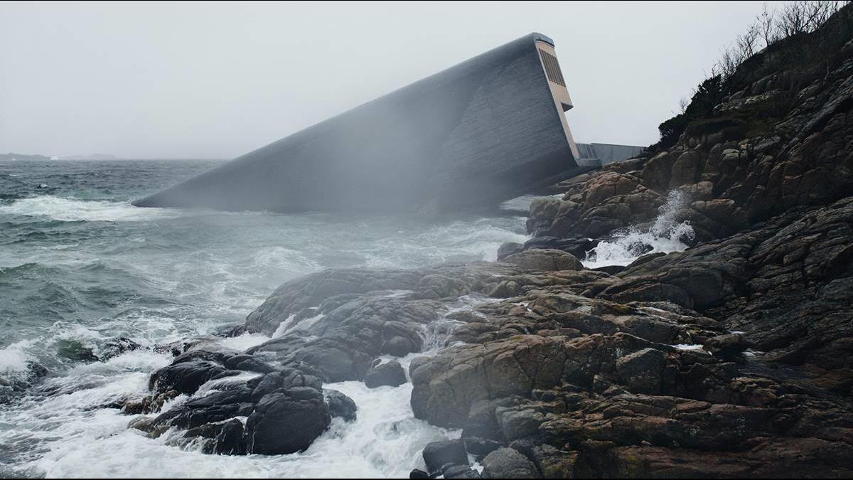 最好選暴風雨天去?這家海底餐廳1餐要價1.3萬