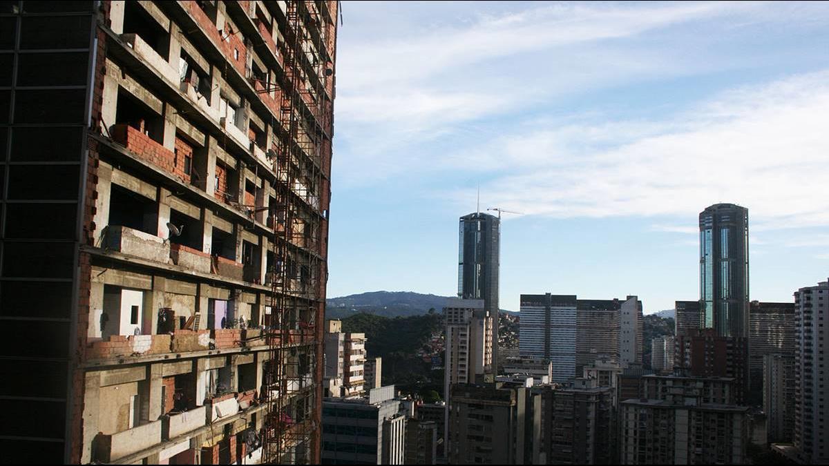 45層樓沒電梯、水電只到22樓!爛尾樓成貧民天堂?