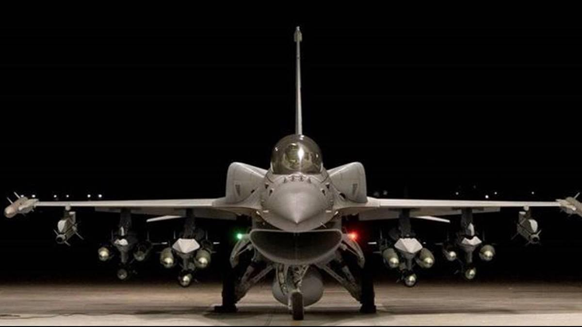 戰力提升!美獲130億軍售 台F-16V搭載響尾蛇飛彈
