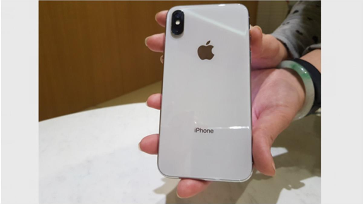 山寨機換1500支iPhone真機?他以假換真詐千萬