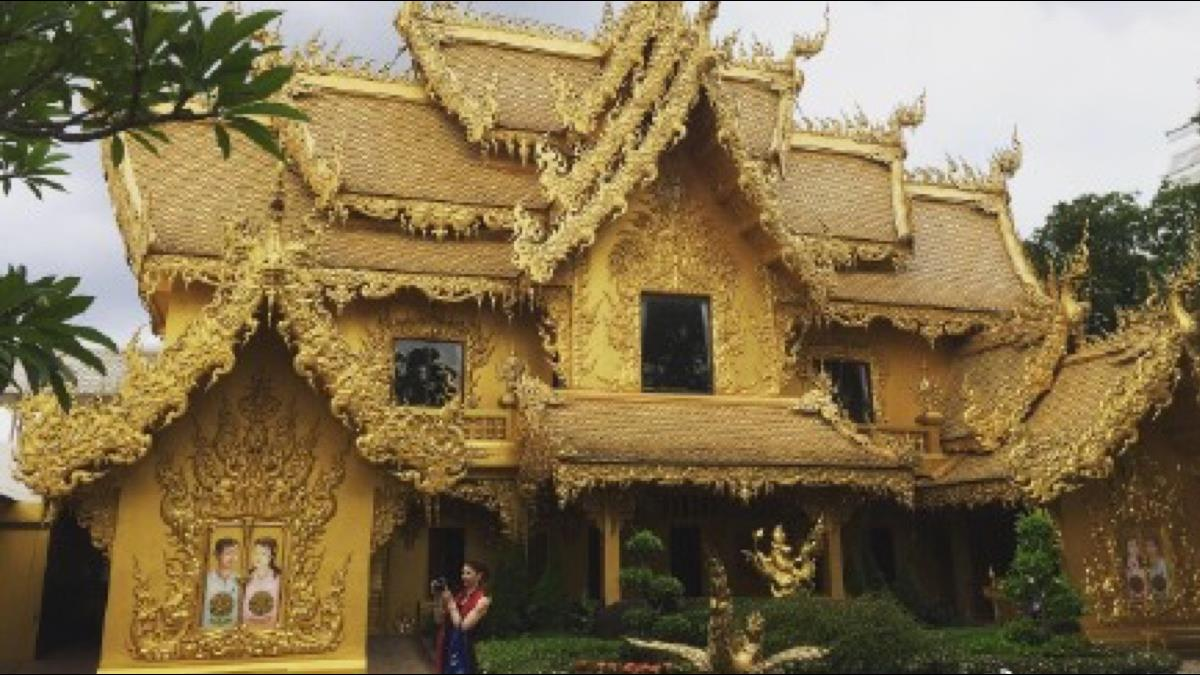 泰國白廟竟藏黃金廁所!奢華外觀成熱門景點