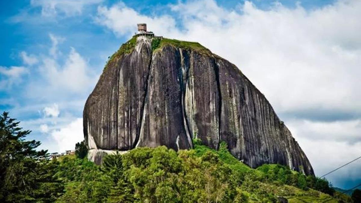回家1趟花5小時!哥國富豪打造全球最陡別墅