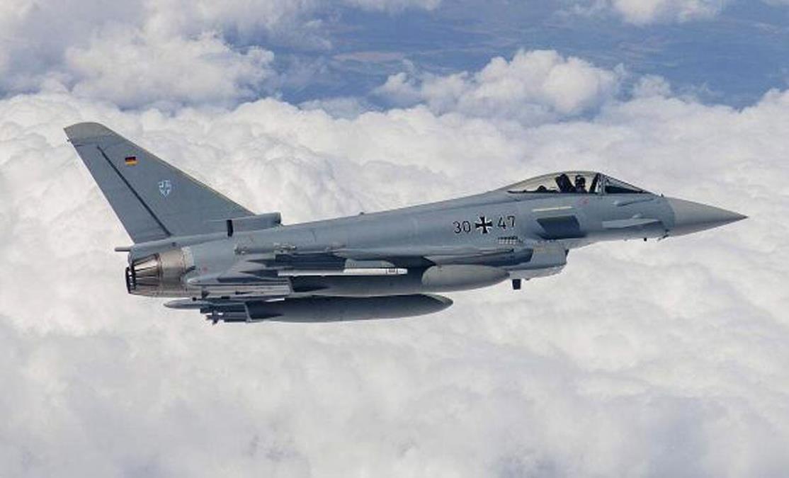 德國2颱風戰機空中相撞墜毀!64億瞬間噴了