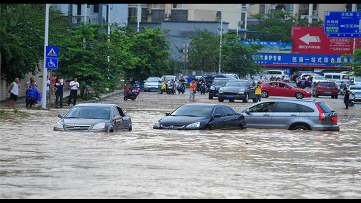 60秒吸水4千公升!英國研發會喝水的馬路淹水免驚