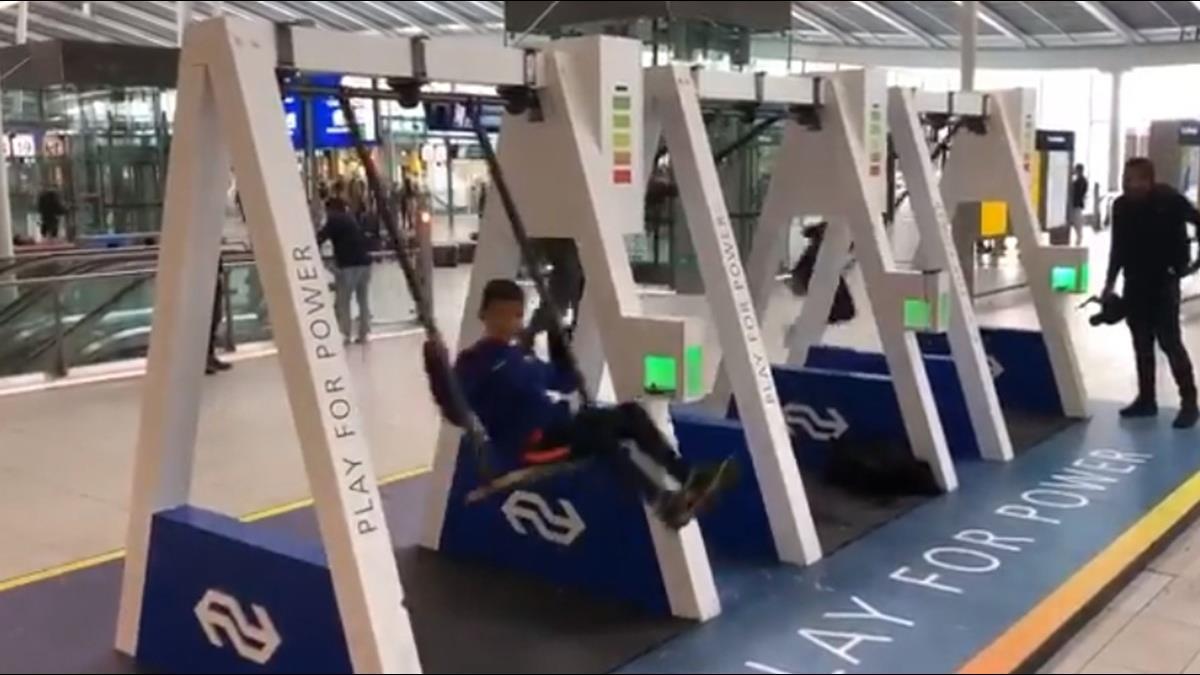 手機沒電就去盪韆鞦?荷蘭韆鞦充電站邊玩邊充