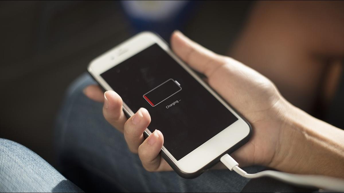 非洲僅1成家庭有電!民眾手機充電靠亭子?