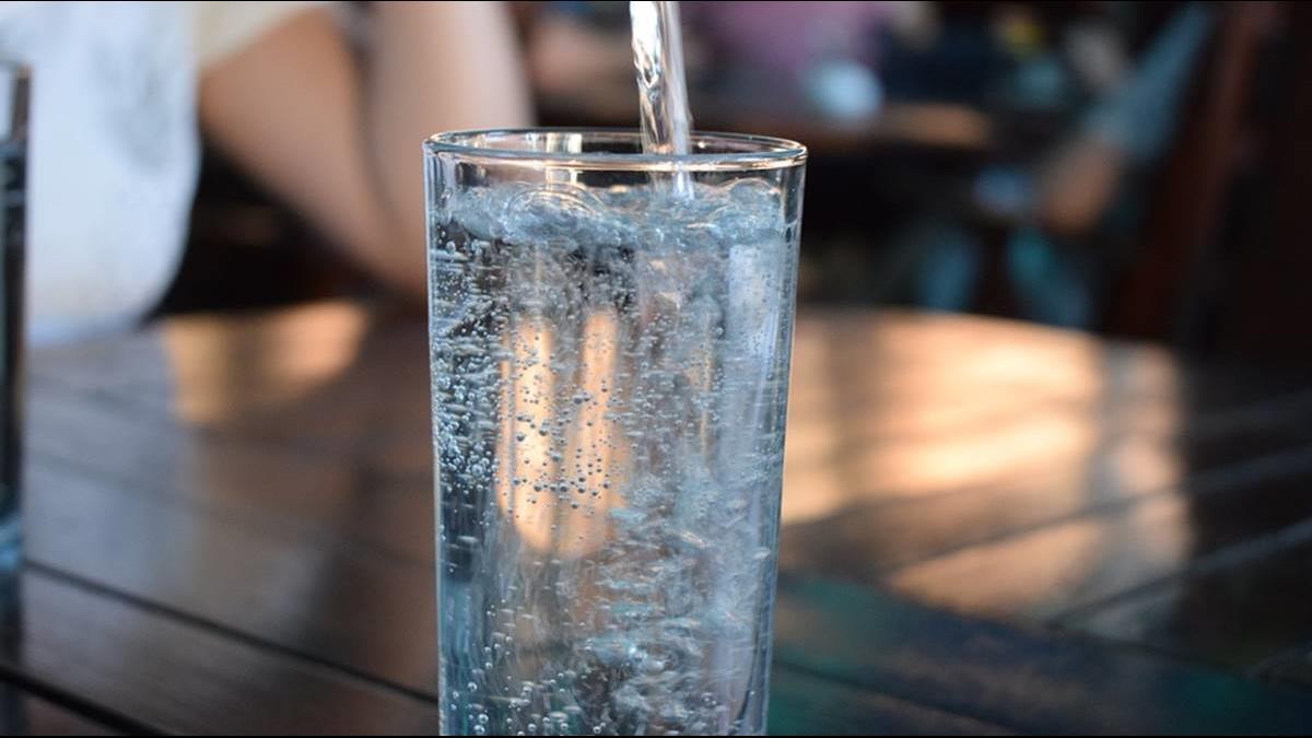 喝得下去嗎?這瓶礦泉水比BMW還貴