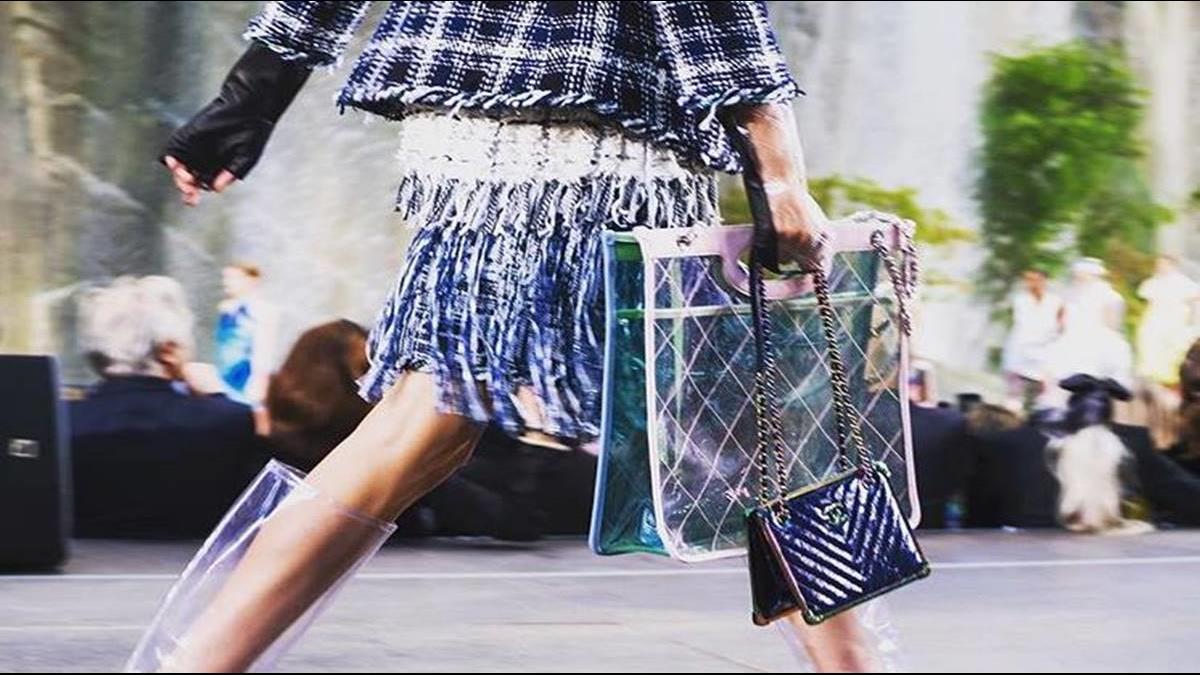時尚代價非凡 聚氯乙烯塑膠包一咖竟接近10萬