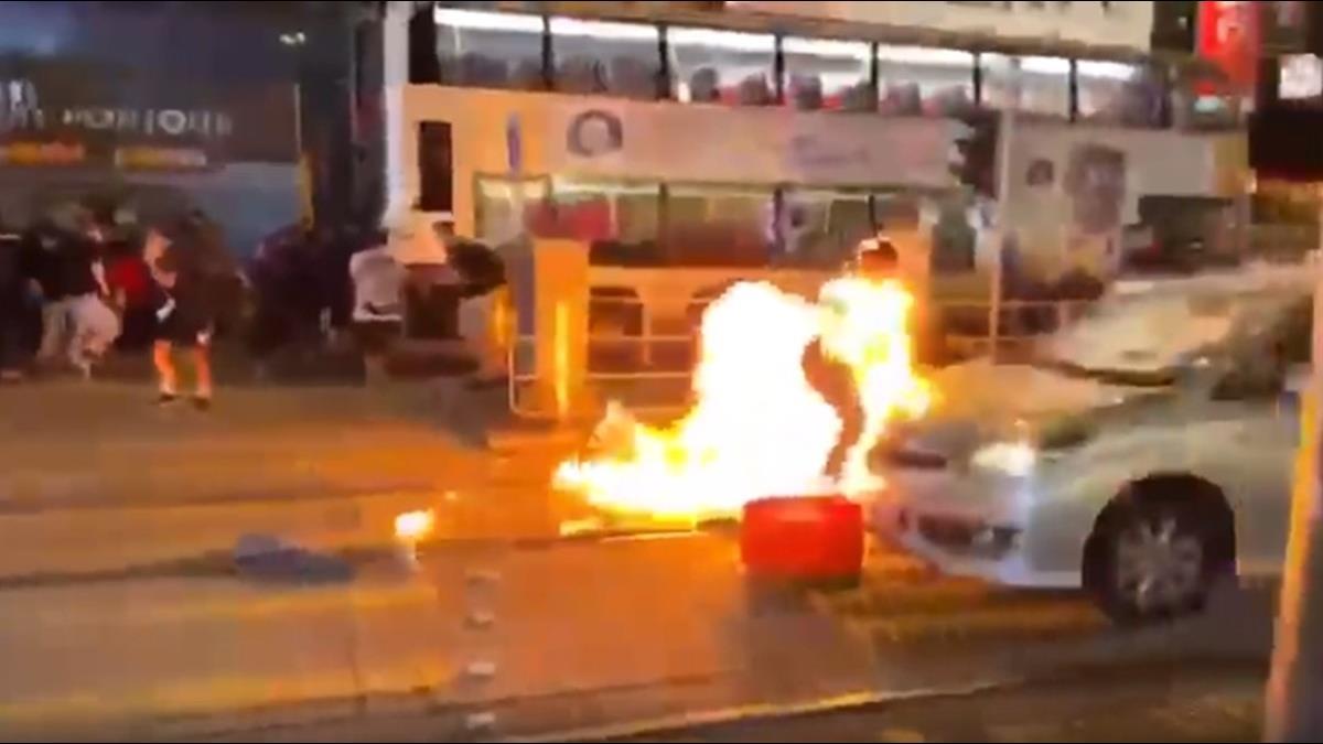 禁蒙面法引爆抗爭!示威者擲汽油彈 港鐵全線停駛