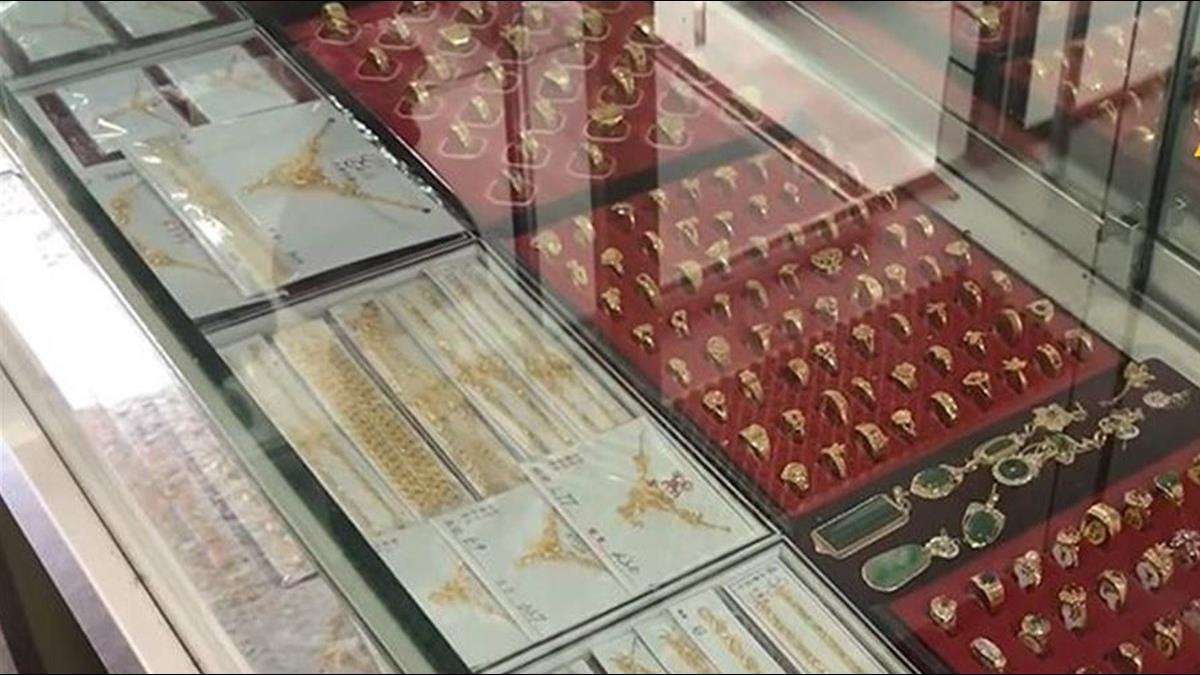 國旅卡解禁年創56億商機?明年起可刷珠寶銀樓仍挨轟