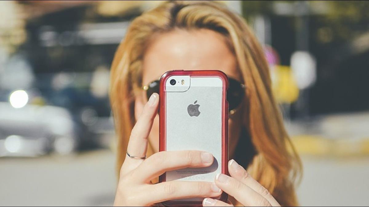 蘋果新專利曝光!未來iPhone蘋果標誌可隨喜好變色