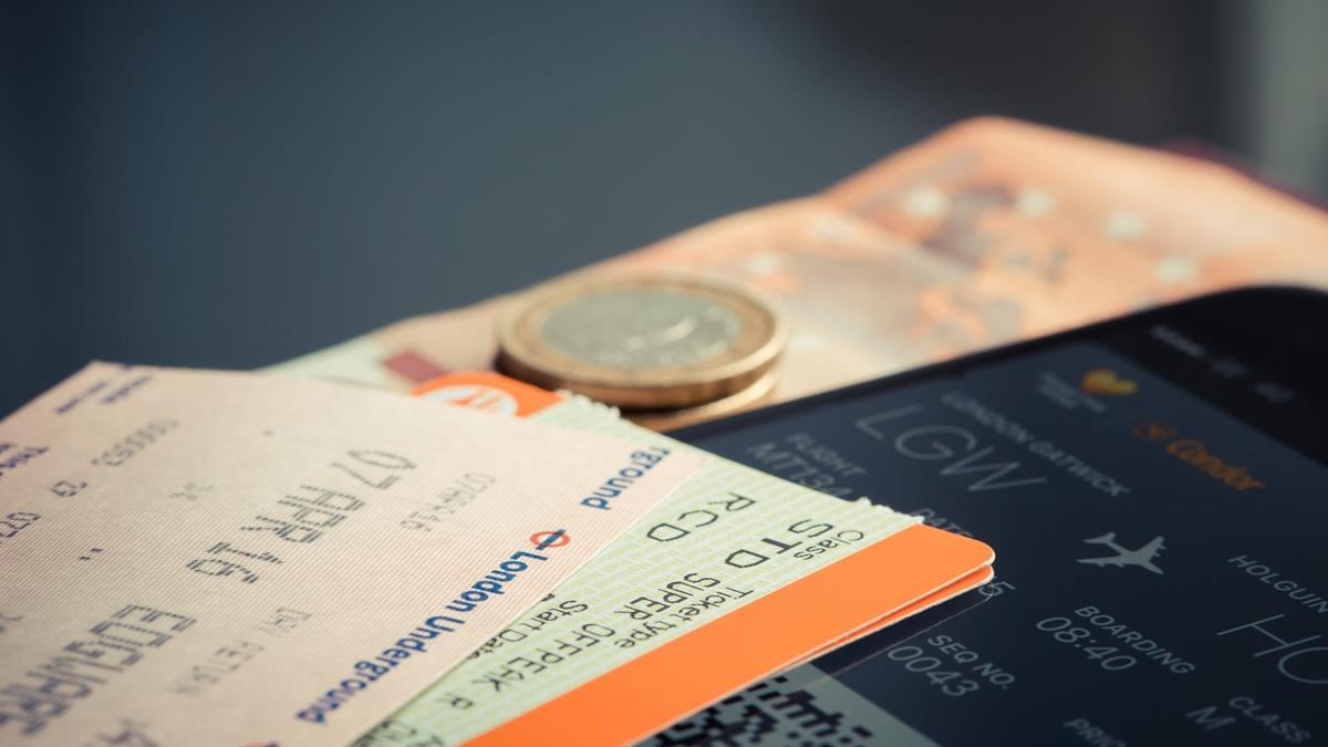 銀行家砸750萬買「頭等艙飛到飽」機票!航空公司超後悔