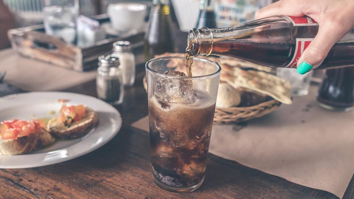 全球首開先例!新加坡將全面禁止高含糖飲料廣告