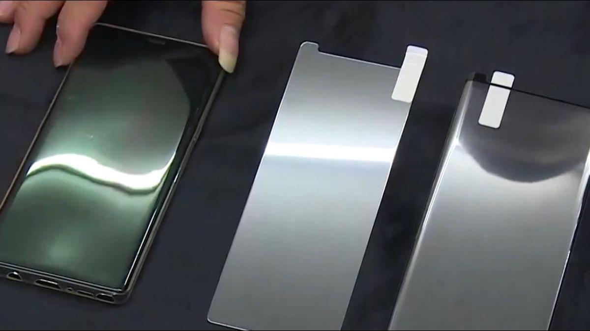 滿版玻璃貼一片要價800元!網友點出關鍵原因