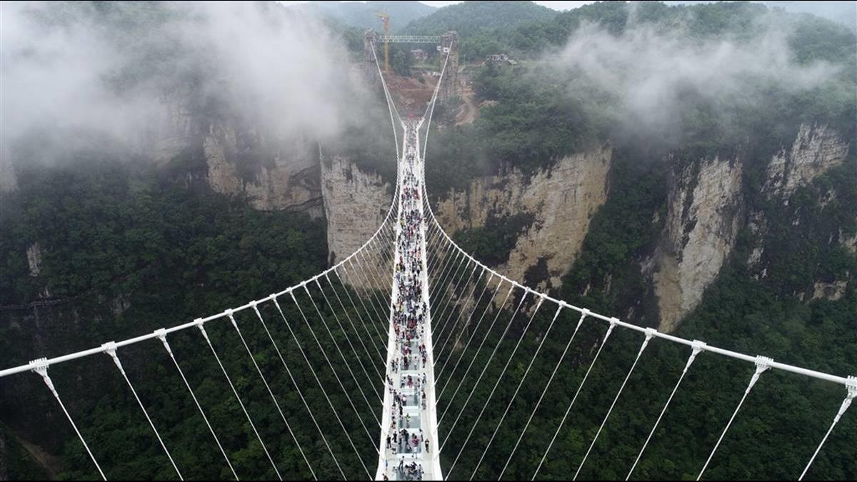 陸瘋建千座網紅玻璃橋卻事故頻傳!河北32座迫停運