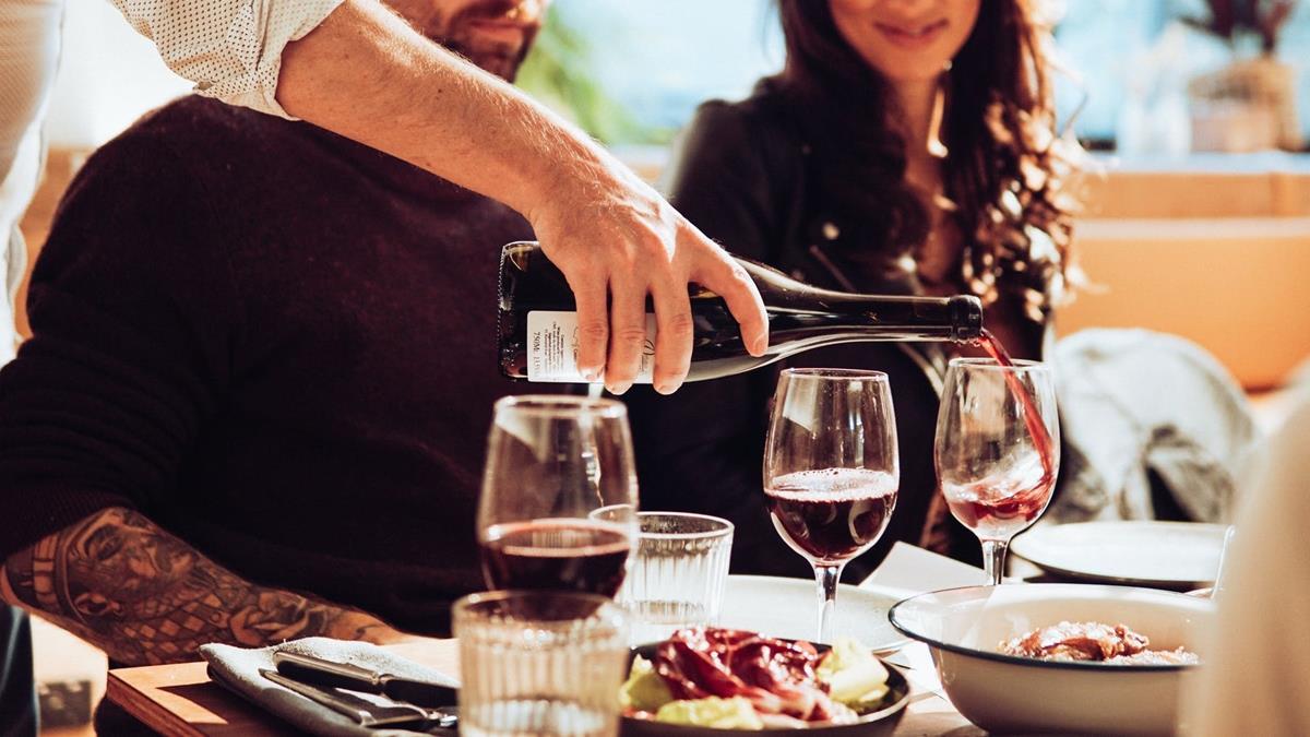 35萬愛馬仕包被潑到紅酒!餐廳拒賠償:不懂包為何這麼貴