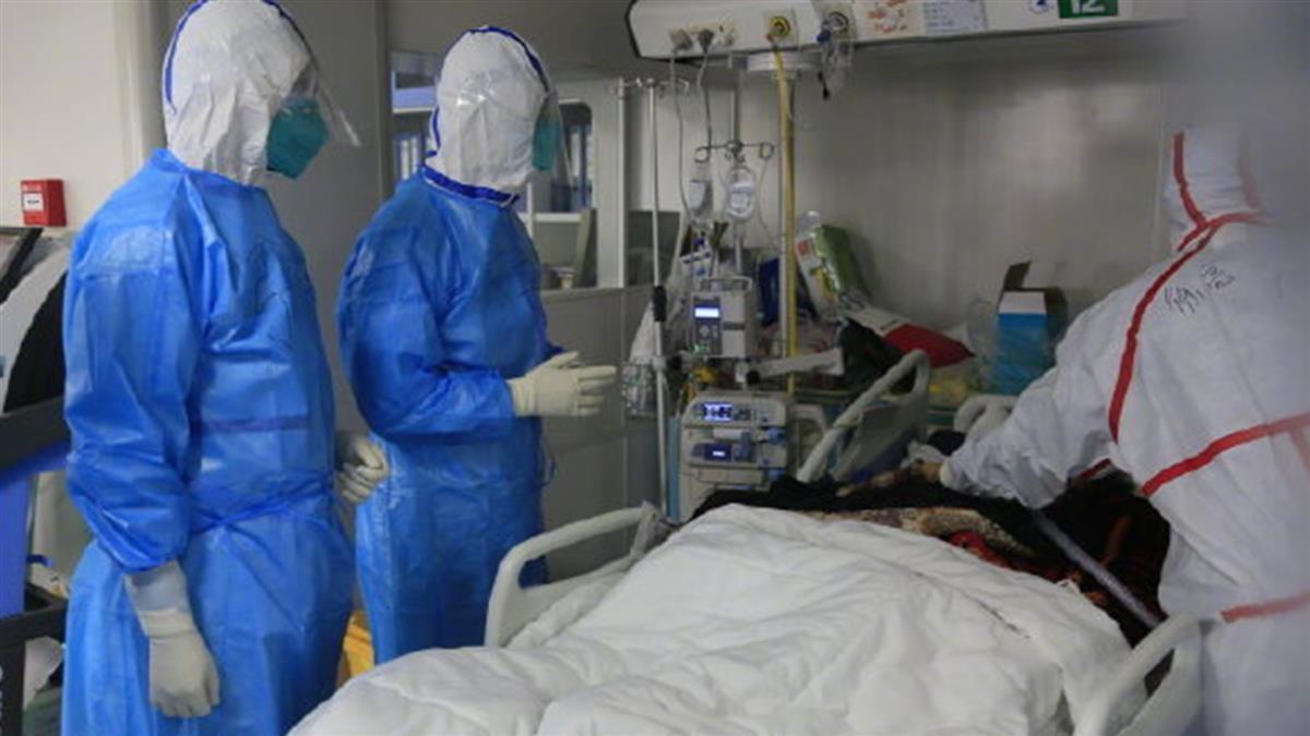 推遲婚宴為抗武肺!29歲醫生染疫病逝 抽屜喜帖發不出去