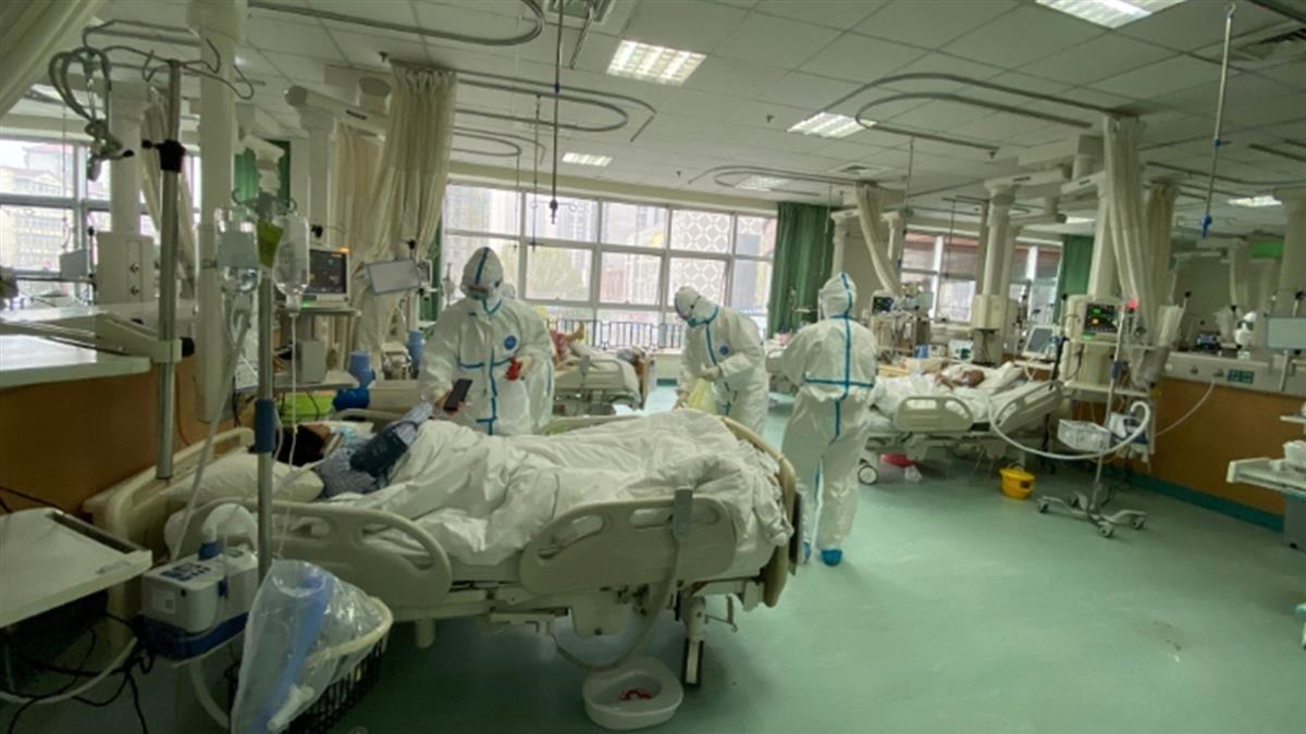 才說確診數下降 北京多家醫院爆群聚感染