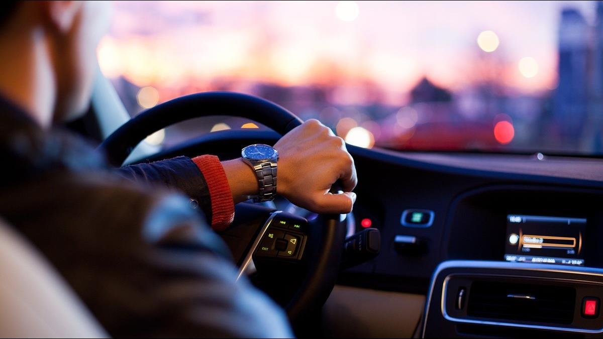 豪車駕駛人品佳? 美研究:車愈貴駕駛愈可能是三寶