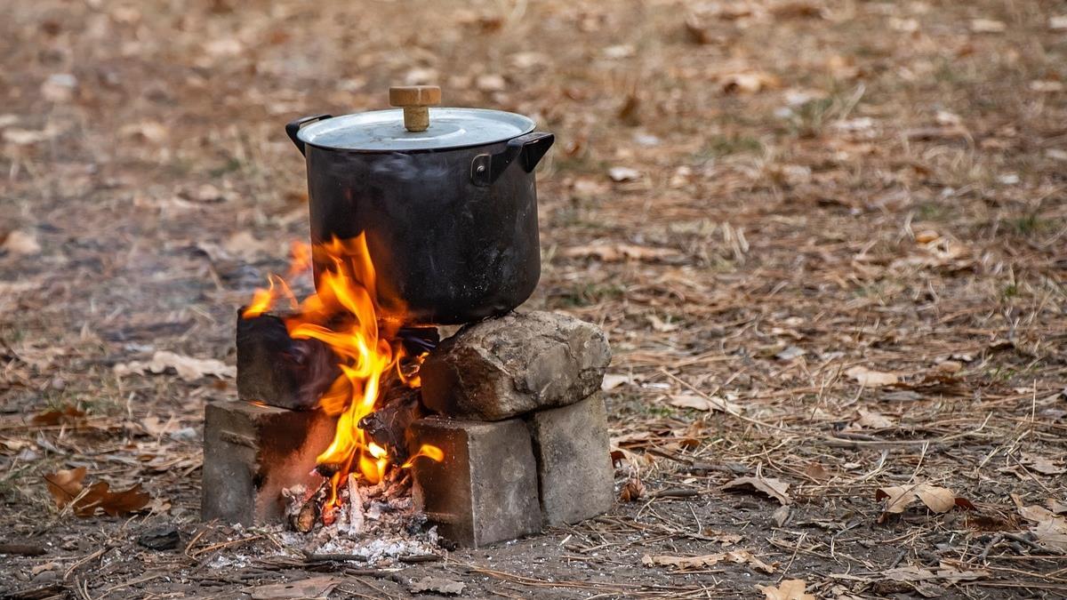 因疫情失業斷炊!肯亞8孩單親媽無奈「煮石頭」  騙兒有食物
