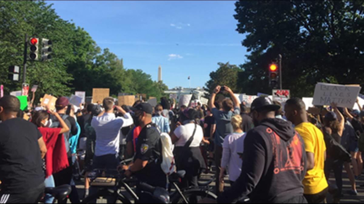 白宮外催淚瓦斯趕人 川普:國民兵不足就會派軍隊