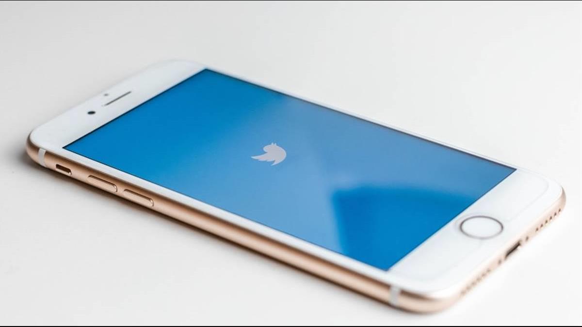 「30分內匯入2倍奉還」 貝佐斯、馬斯克帳號遭駭搞詐騙 推特盤後重挫4%