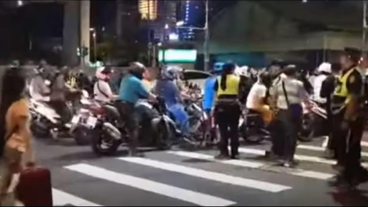北市公布車禍影片駁二段式左轉 騎士氣炸:不排除再次「待轉大富翁」
