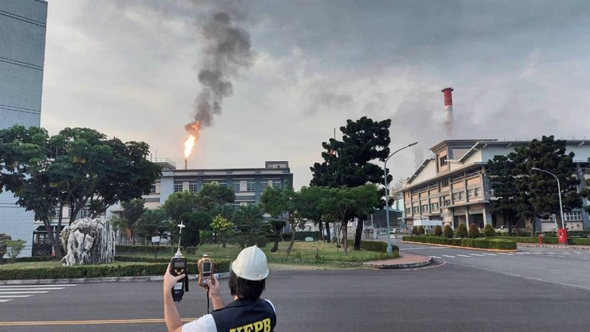 中油林園廠4度出包!燃燒塔竄出火光黑煙 環保局重罰500萬