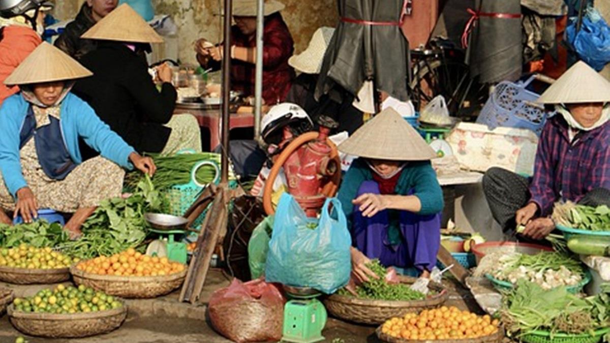 賣菜也限年齡?武漢市場公告:女攤販不得超過45歲