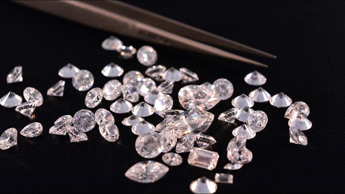綠能大亨7年靠二氧化碳研發出「空氣鑽石」 純到獲國際認證