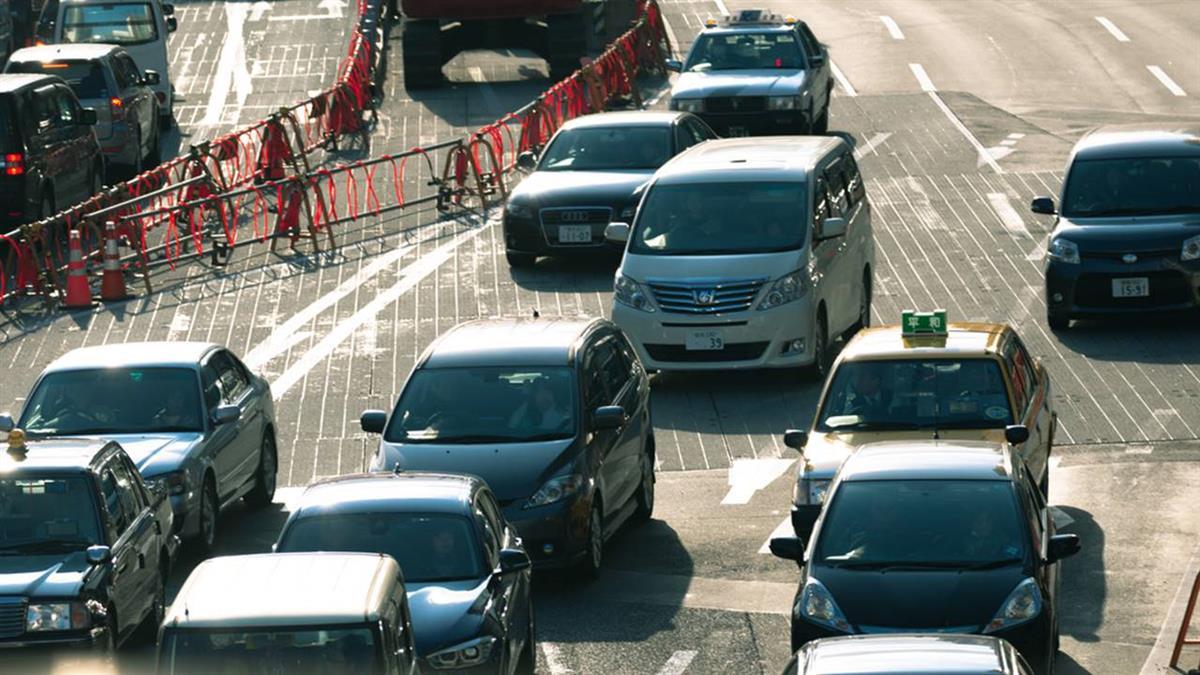 日本新制將上路!營業車駕駛「逼車」 業者連坐停業3~7天
