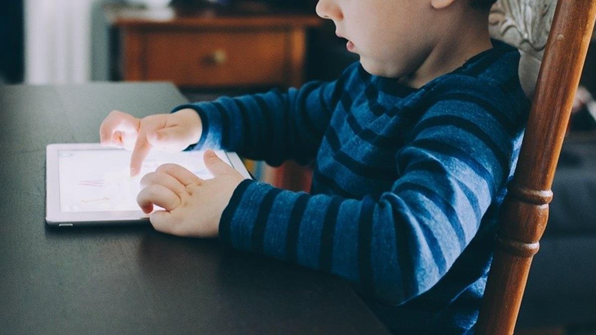 疫情停課沒事做 小孩玩手遊當「課長」 刷卡糾紛暴增5倍