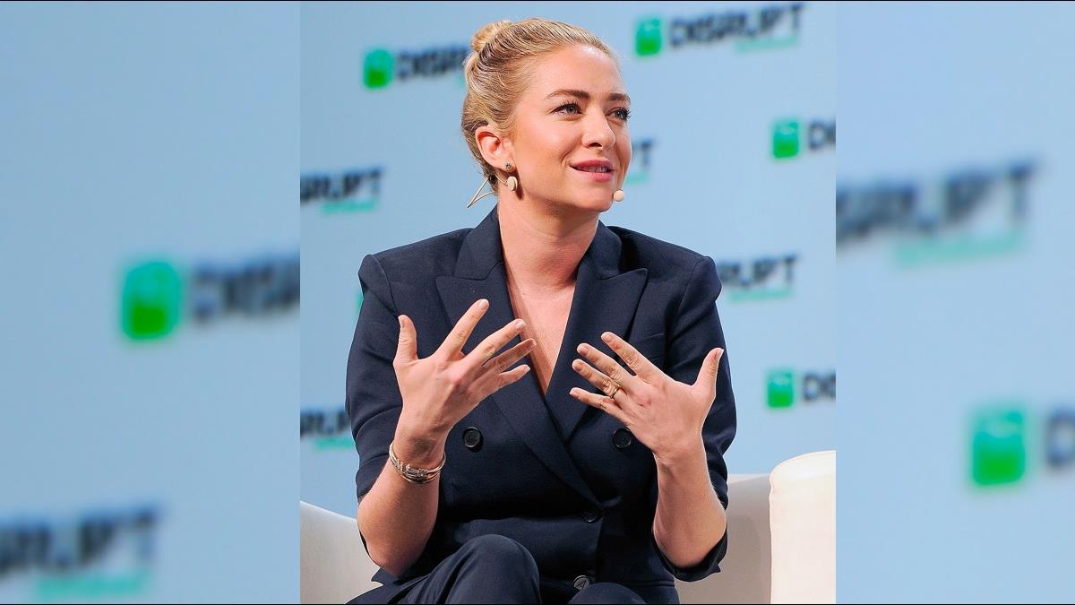 揮別前男友!她自創公司躍身全球最年輕億萬女富豪